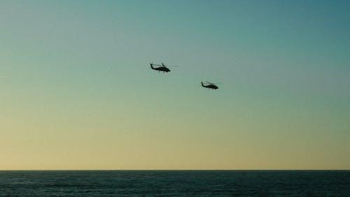 Бесплатное стоковое фото с Авиация, вертолет, закат, летающий