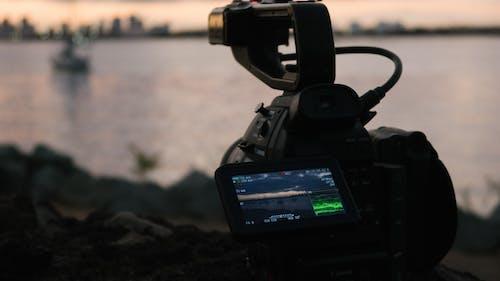 dijital kamera, kamera ekipmanı, kaydetmek, plaj içeren Ücretsiz stok fotoğraf