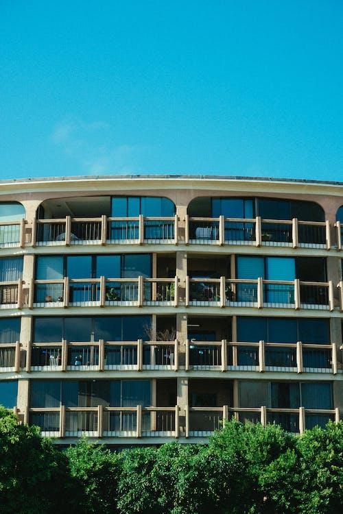 Fotobanka sbezplatnými fotkami na tému apartmán, architektonický dizajn, architektúra, balkóny