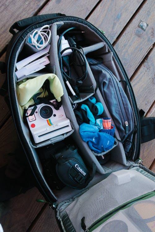 Kostenloses Stock Foto zu boden, canon, draußen, gepäck