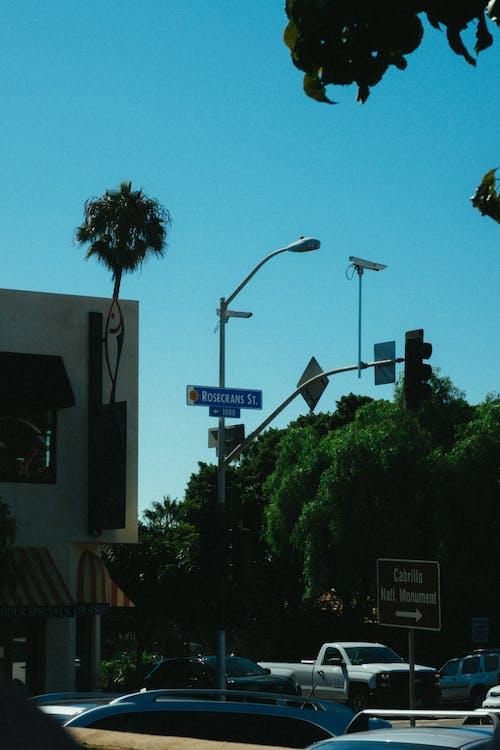 Fotos de stock gratuitas de carretera, céntrico, ciudad, coches