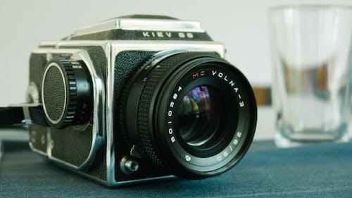 Δωρεάν στοκ φωτογραφιών με vintage, απαρχαιωμένος, ηλεκτρονικά είδη, κάμερα