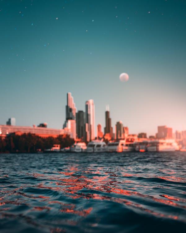 จันทรา, ดวงจันทร์, ตะวันลับฟ้า