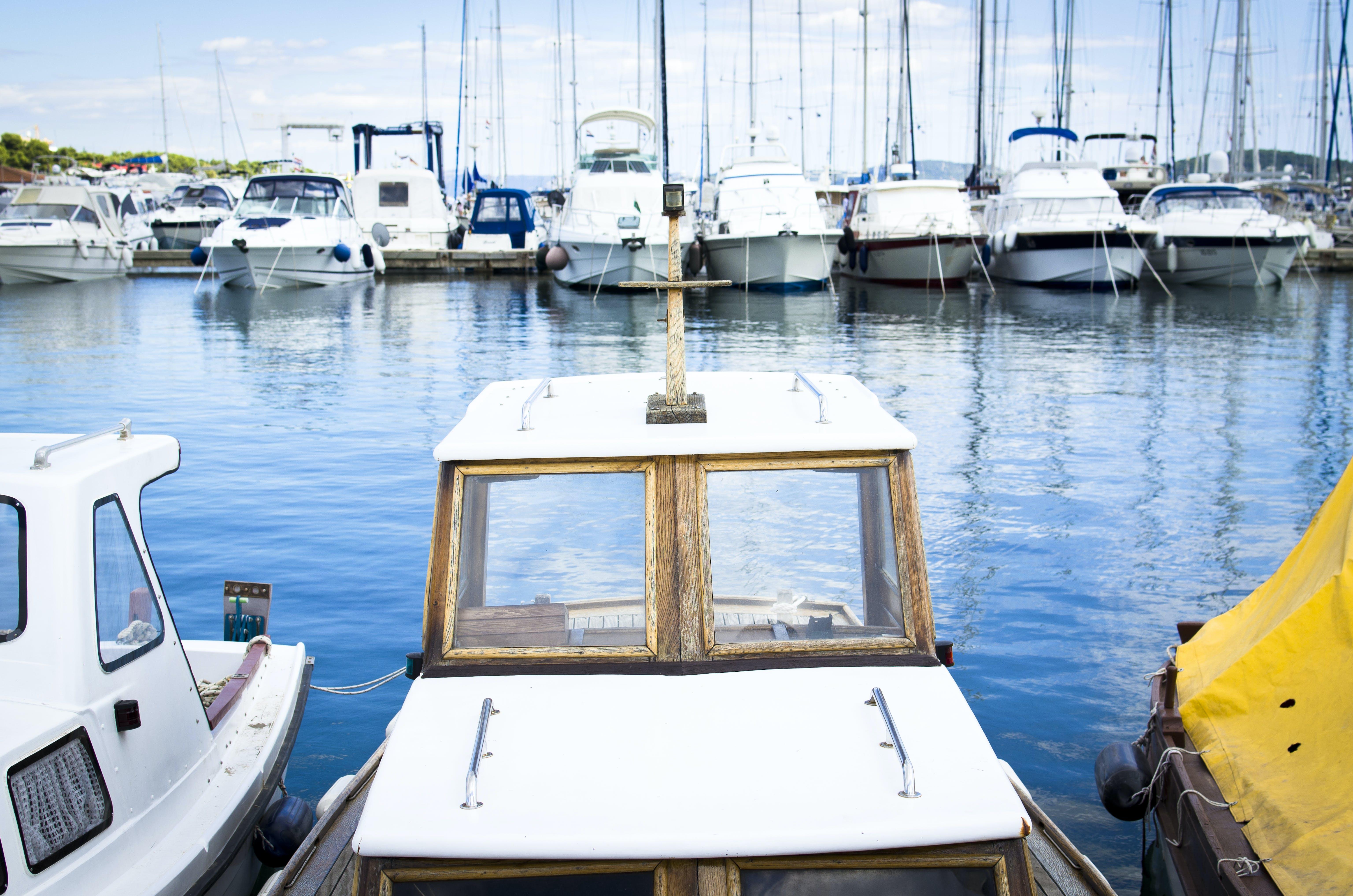 Foto d'estoc gratuïta de aigua, badia, barques, blau