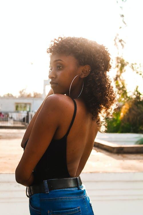 Δωρεάν στοκ φωτογραφιών με ακτίνα ήλιου, αφροαμερικάνα γυναίκα, γυναίκα, δέρμα