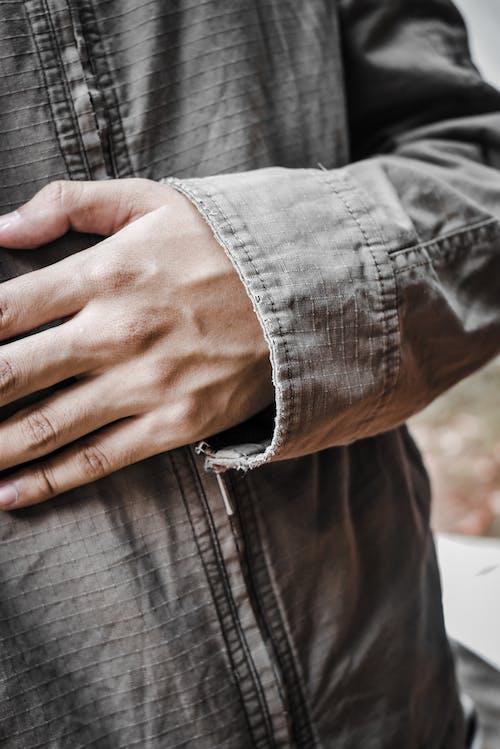 Δωρεάν στοκ φωτογραφιών με jean jacket, άνθρωπος, γκρο πλαν, δάχτυλα