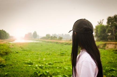 亞洲女孩, 傷心, 太陽下來, 早晨的太陽 的 免費圖庫相片