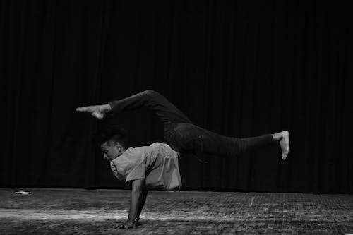 Immagine gratuita di bianco, bianco e nero, breakdance, controllo