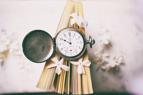 Gratis lagerfoto af armbåndsur, guld ur