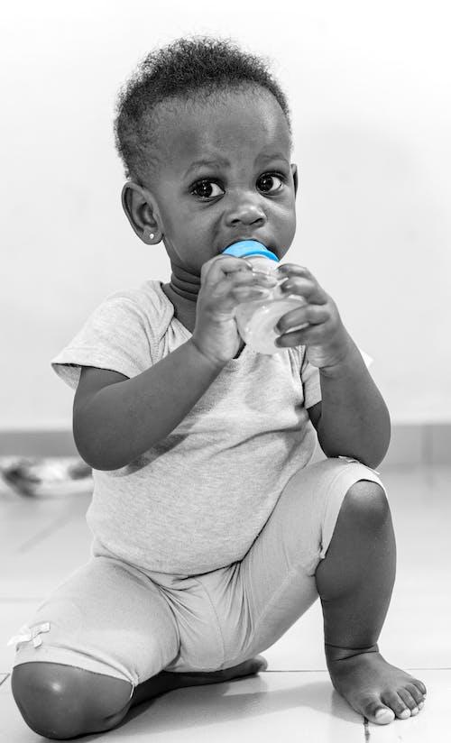Ilmainen kuvapankkikuva tunnisteilla afrikan lapsi, musta lapsi, mustavalkoinen