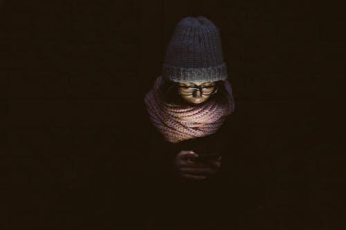Immagine gratuita di adulto, arte, buio, cappello