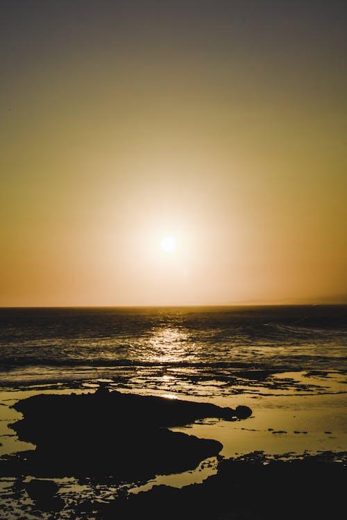 Ilmainen kuvapankkikuva tunnisteilla aallot, adobe lightroom, auringonlasku, auringonlaskun ranta
