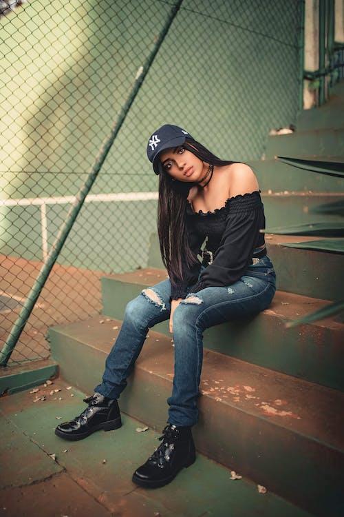 Бесплатное стоковое фото с брюки, верхняя одежда, волос, выражение лица