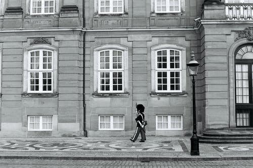Fotos de stock gratuitas de al aire libre, arquitectura, blanco y negro, calle