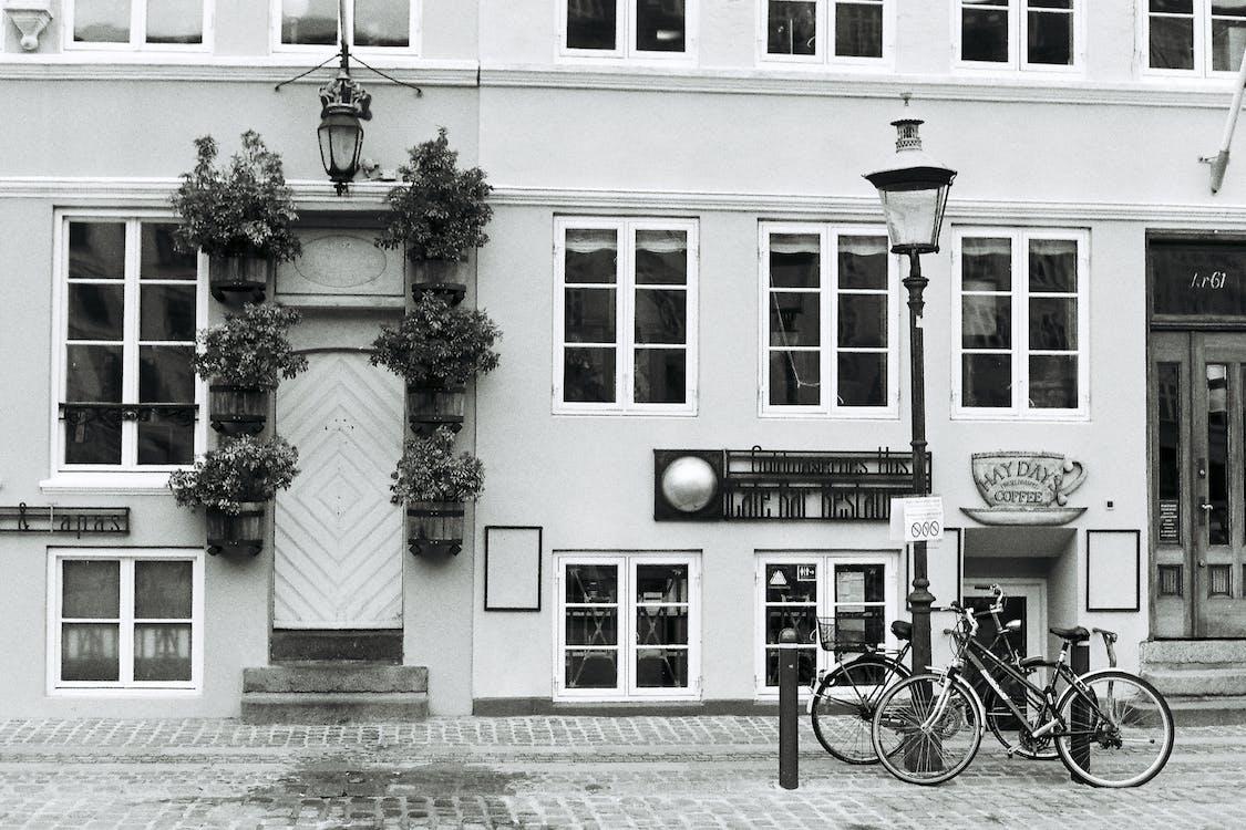 Bicicleta Al Lado Del Edificio