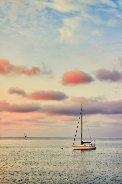 Immagine gratuita di acqua, acqua di mare, alba, barca a vela