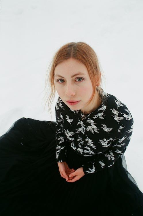 czarna sukienka, dziewczyna, fotografia portretowa