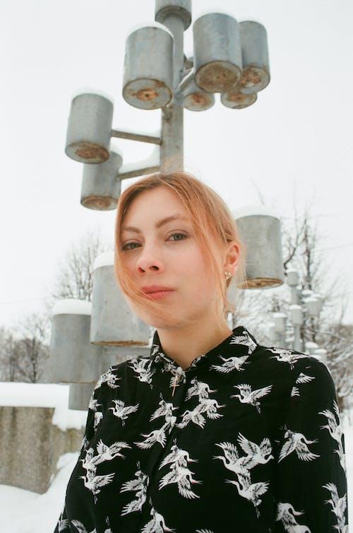 Бесплатное стоковое фото с выражение лица, дневной свет, женщина, зима