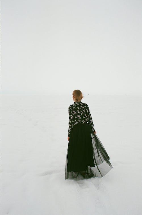 감기, 검정 드레스, 겨울, 겨울 풍경의 무료 스톡 사진