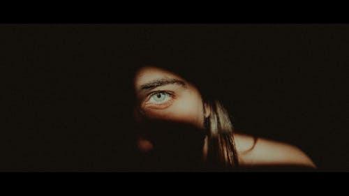 Immagine gratuita di cinema, cinematico, luce e ombra, occhi grandi
