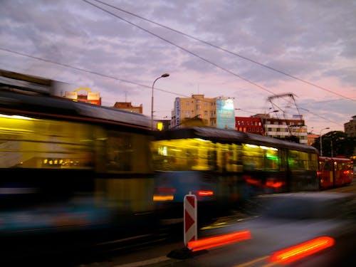 Kostnadsfri bild av bratislava, slovakien, solnedgång, spårvagn