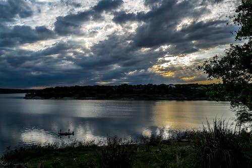 Foto d'estoc gratuïta de barca, capvespre, núvols, pescant