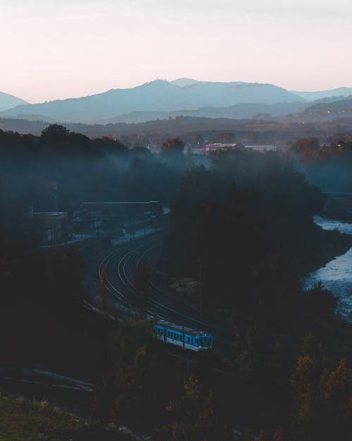 Free stock photo of blue mountains, early morning, Foggy landscape, foggy morning