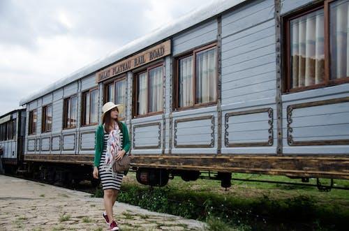 亞洲女孩, 傷心, 鐵路交通 的 免費圖庫相片