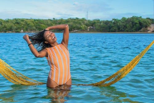 Foto profissional grátis de água, atraente, beleza, calção