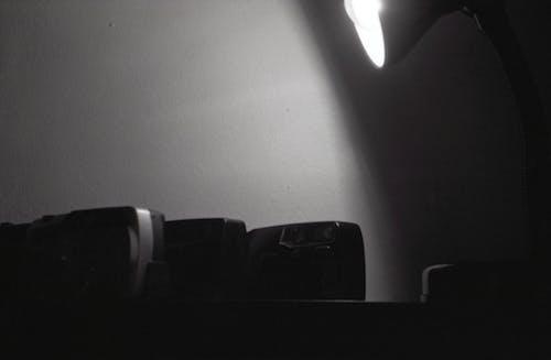 Foto profissional grátis de 28mm, câmera antiga, câmeras, foto de filme