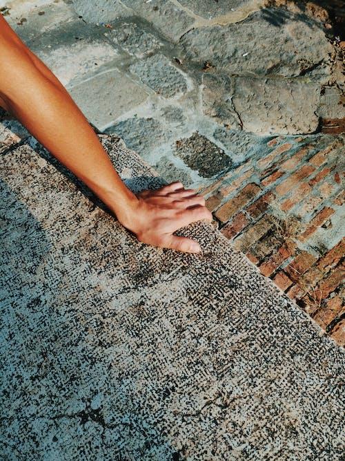 人, 地面, 夏天, 岩石 的 免费素材照片