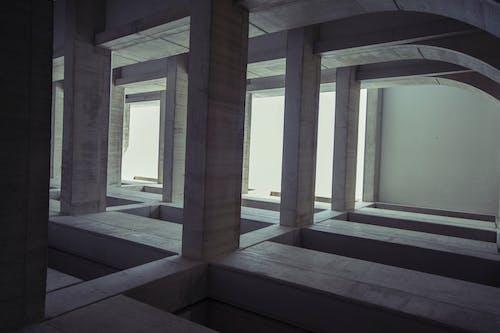 Fotos de stock gratuitas de adentro, arquitectura, columnas, diseño arquitectónico