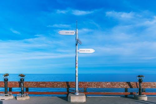 Безкоштовне стокове фото на тему «блакитне небо, вандалізм, відпустка, вода»