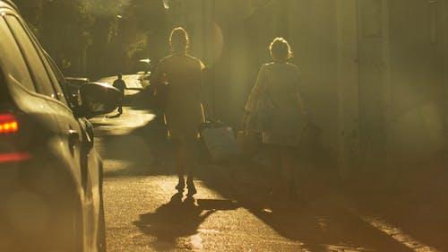Foto stok gratis cahaya matahari, cermin, istri, kuning