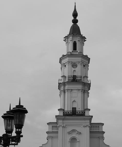 Foto d'estoc gratuïta de arquitectura, blanc i negre, catedral, cel