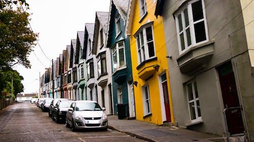 거리, 노란색, 다채로운, 시안 색의 무료 스톡 사진