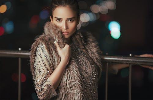 Fotos de stock gratuitas de abrigo de piel, actitud, adulto, afuera