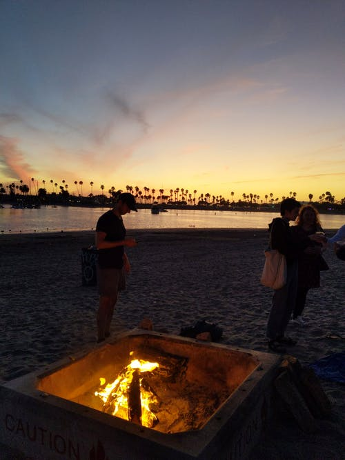 グループ, ゴールデンアワー, たき火, ビーチの無料の写真素材