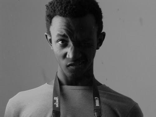 Foto profissional grátis de garoto africano