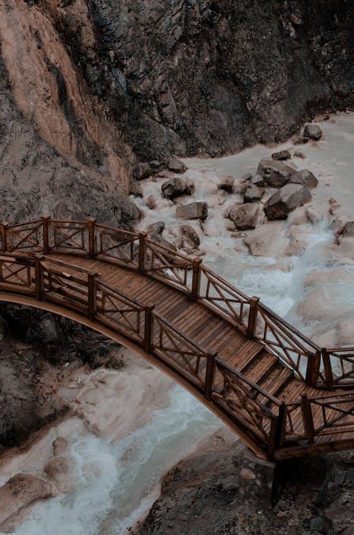 岩石, 木橋, 橋, 水 的 免费素材照片