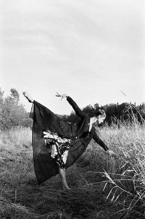 Gratis lagerfoto af bane, dagslys, dans, græs