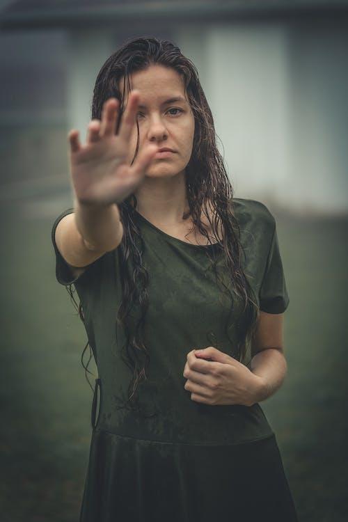 Základová fotografie zdarma na téma bolest, deprese, dlouhé vlasy, emoce