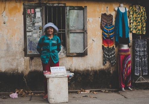Kostnadsfri bild av asiatisk kvinna, dagsljus, fönster, försäljning