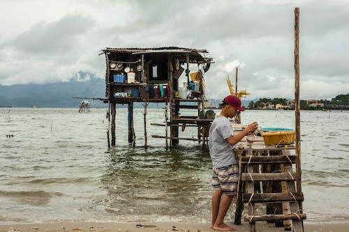 Darmowe zdjęcie z galerii z chata, chata na plaży, dziecko, plaża