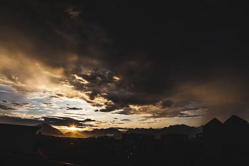 Kostenloses Stock Foto zu sonnenuntergang, sturm, wolke