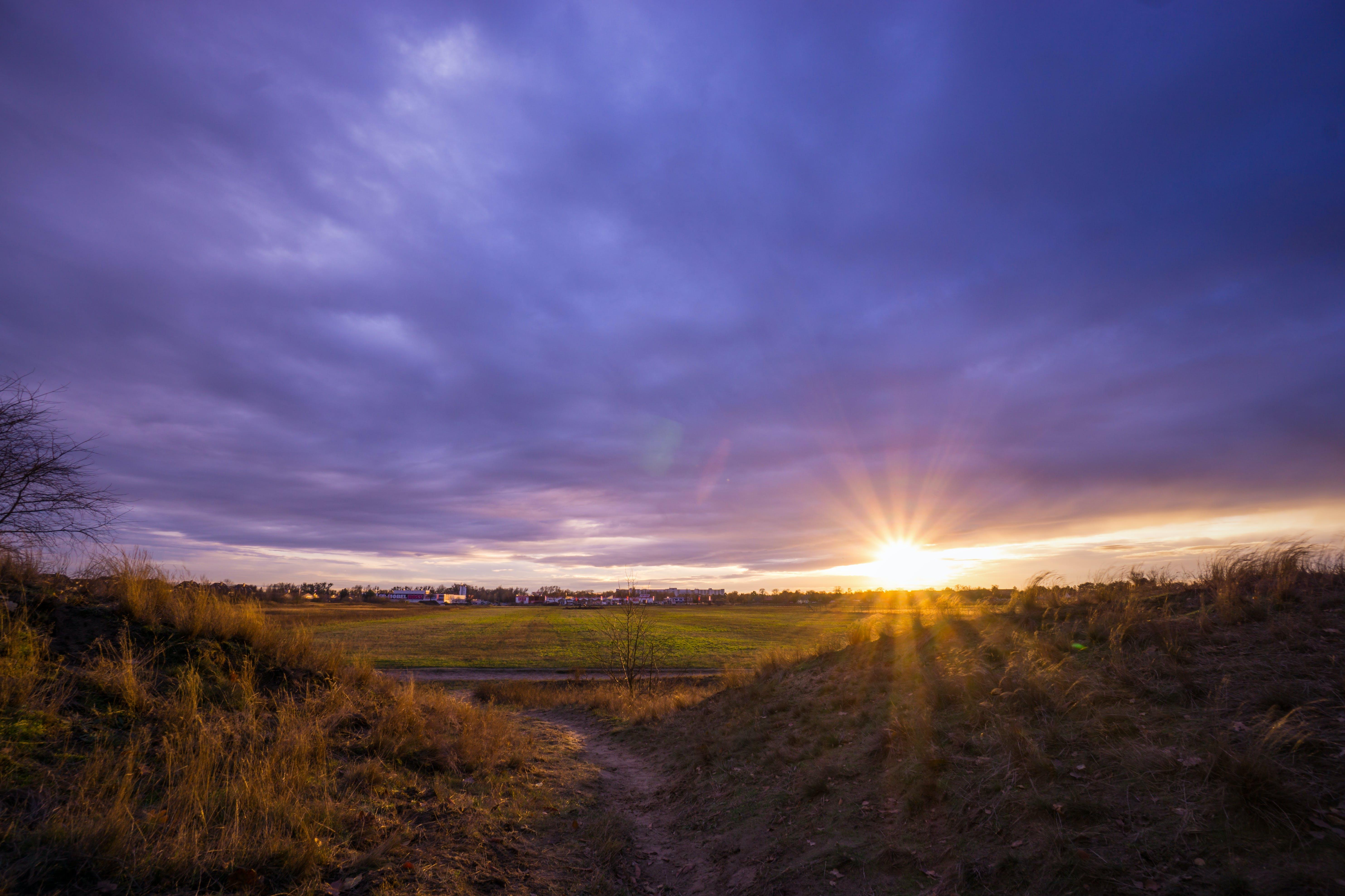 Fotobanka sbezplatnými fotkami na tému hracie pole, malebný, mraky, obloha