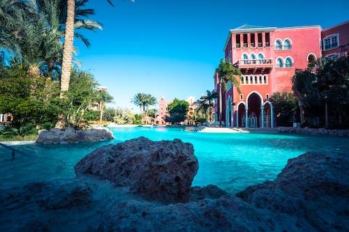 岩石, 度假村, 建造, 挖出來的游泳池 的 免费素材照片