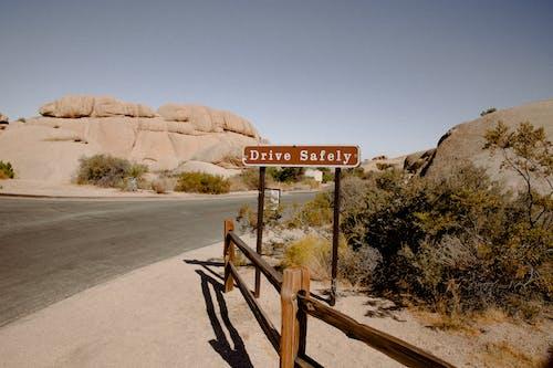 Foto stok gratis di luar rumah, gersang, gurun pasir, isyarat