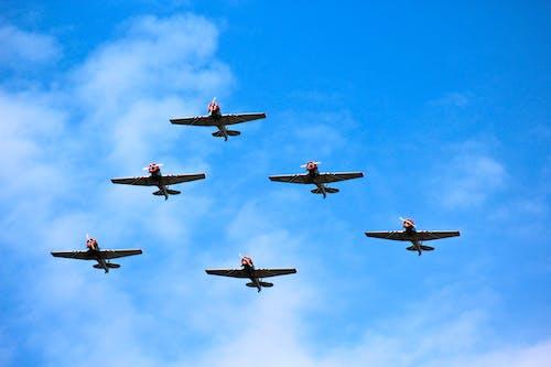 Gratis stockfoto met antenne, blauwe lucht, leger, luchtmacht