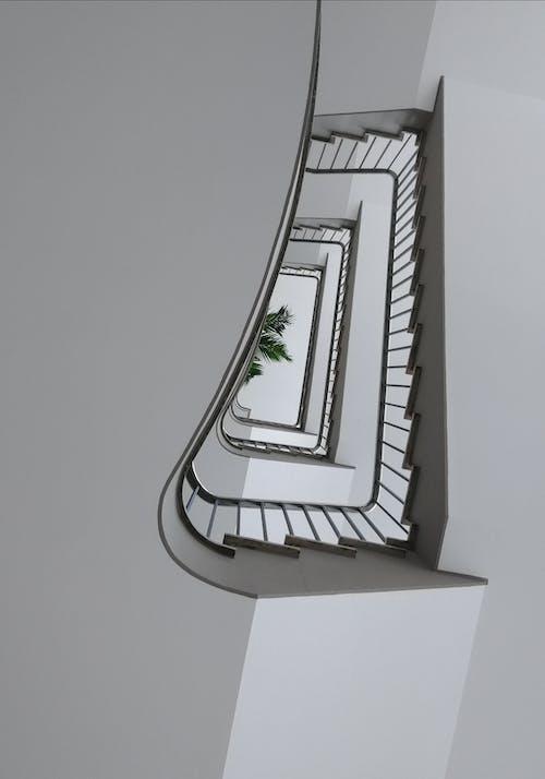 Immagine gratuita di architettura, architettura moderna, fotografia ad angolo basso, interni